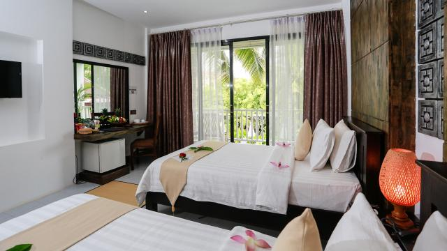 Deluxe Double or Twin with Balcony Pool View